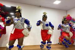Törzsi táncosok a DXN nigériai iroda nyitóünnepségén