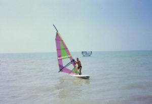 Balaton, a Magyar Tenger, és a Kávékirály, amint éppen szörfözik