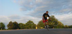 BMX Flatland kerékpáros trükk: halfpacker