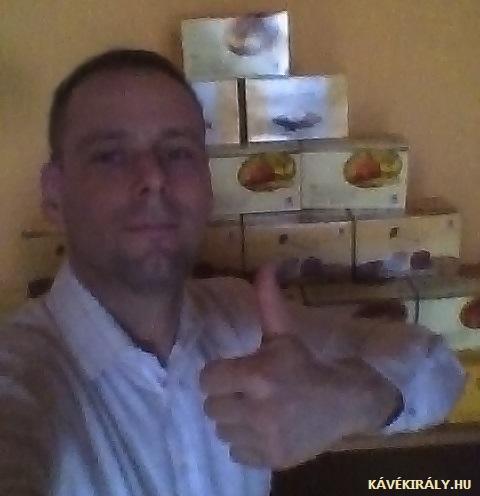 A DXN üzlet legális MLM rendszerben működik, legfeljebb a kávésdobozokból lehet piramist építeni