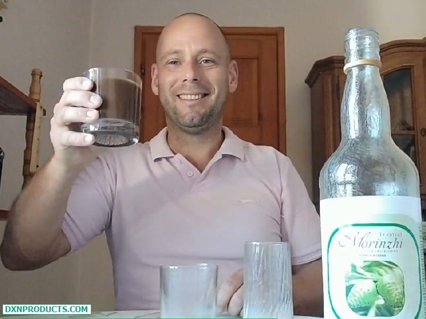 Koccintás egy pohár DXN Morinzhi-val