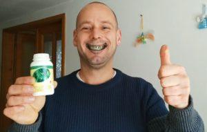 DXN Spirulinától zöld fogakkal vigyorgok